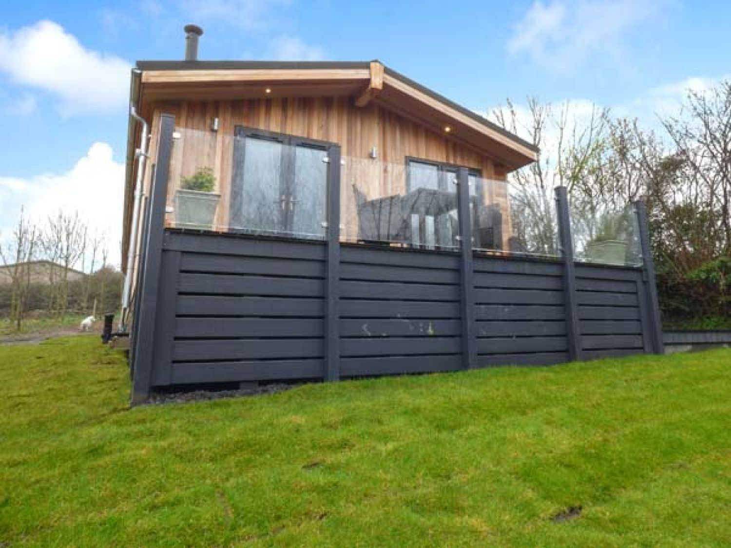 Crook Lodge in Allithwaite near to Grange-over-Sands - sleeps 2 people
