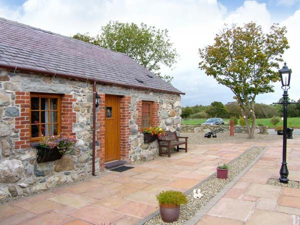 Daffodil Cottage in Caeathro Near Caernarfon - sleeps 5 people