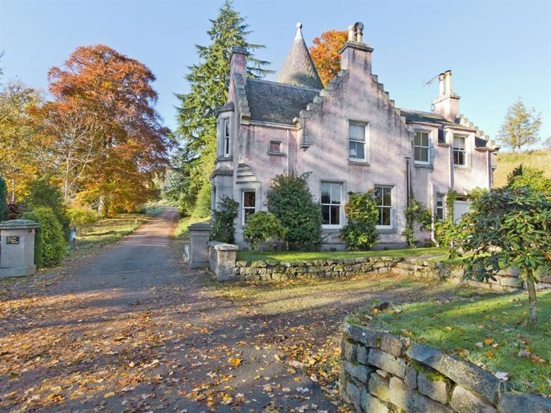 Dess Lodge in Dess, Aboyne, Aberdeenshire. - sleeps 4 people