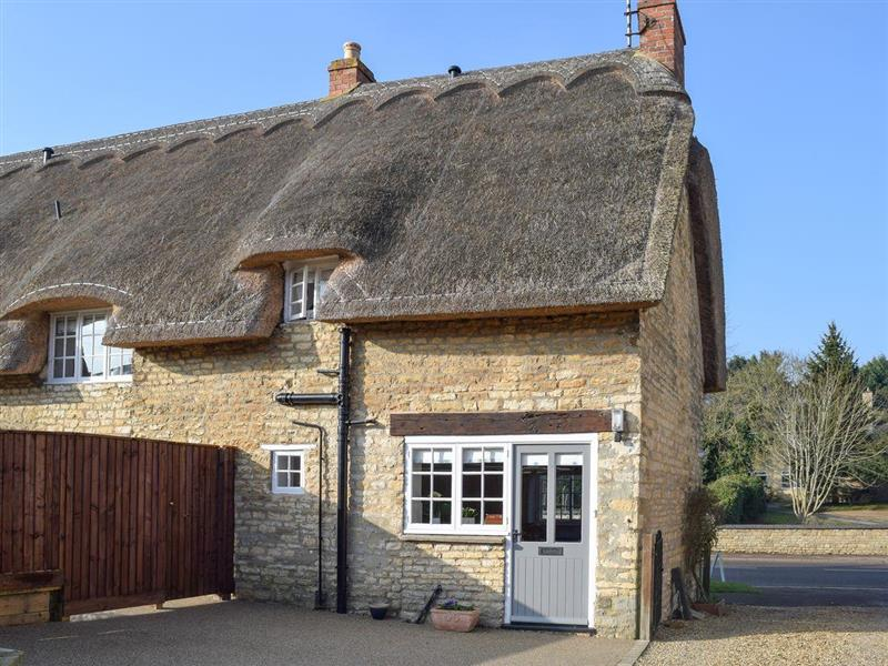 Dicks Cottage in Cottesmore, near Oakham, Rutland - sleeps 8 people