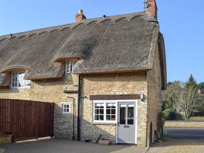 Dicks Cottage in Cottesmore, near Oakham, Rutland - sleeps 8 people