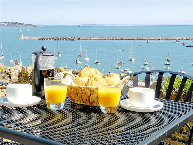 Dolphin Cottage in Brixham - sleeps 6 people