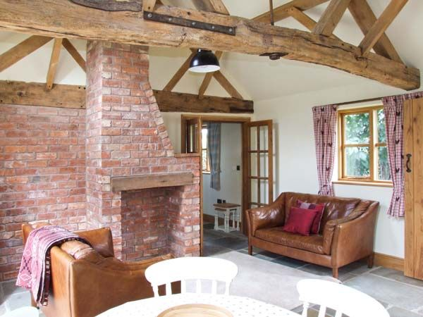 Dove Cottage  in Drakes Broughton - sleeps 4 people