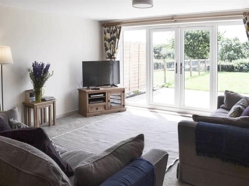 Downlands Farm - Edwards Cottage in Priors Dean, near Petersfield - sleeps 8 people