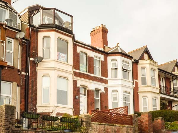 Downstairs Flat Crow's Nest in Barry - sleeps 2 people