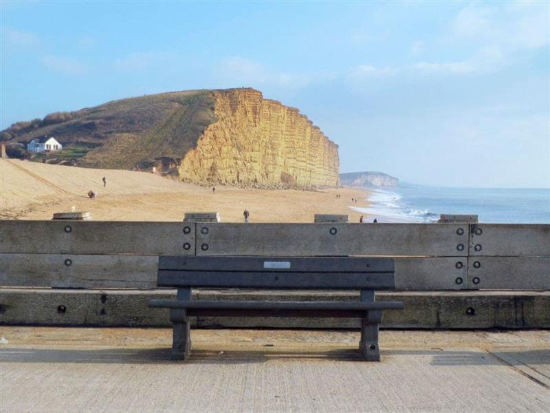 Driftwood Apartment in West Bay, near Bridport - sleeps 4 people