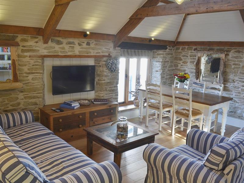 Driftwood Cottages - Driftwood Stables in Porth, nr. Newquay - sleeps 4 people
