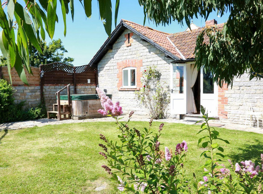 Duck Egg Cottage in South Barrow, nr. Yeovil - sleeps 4 people