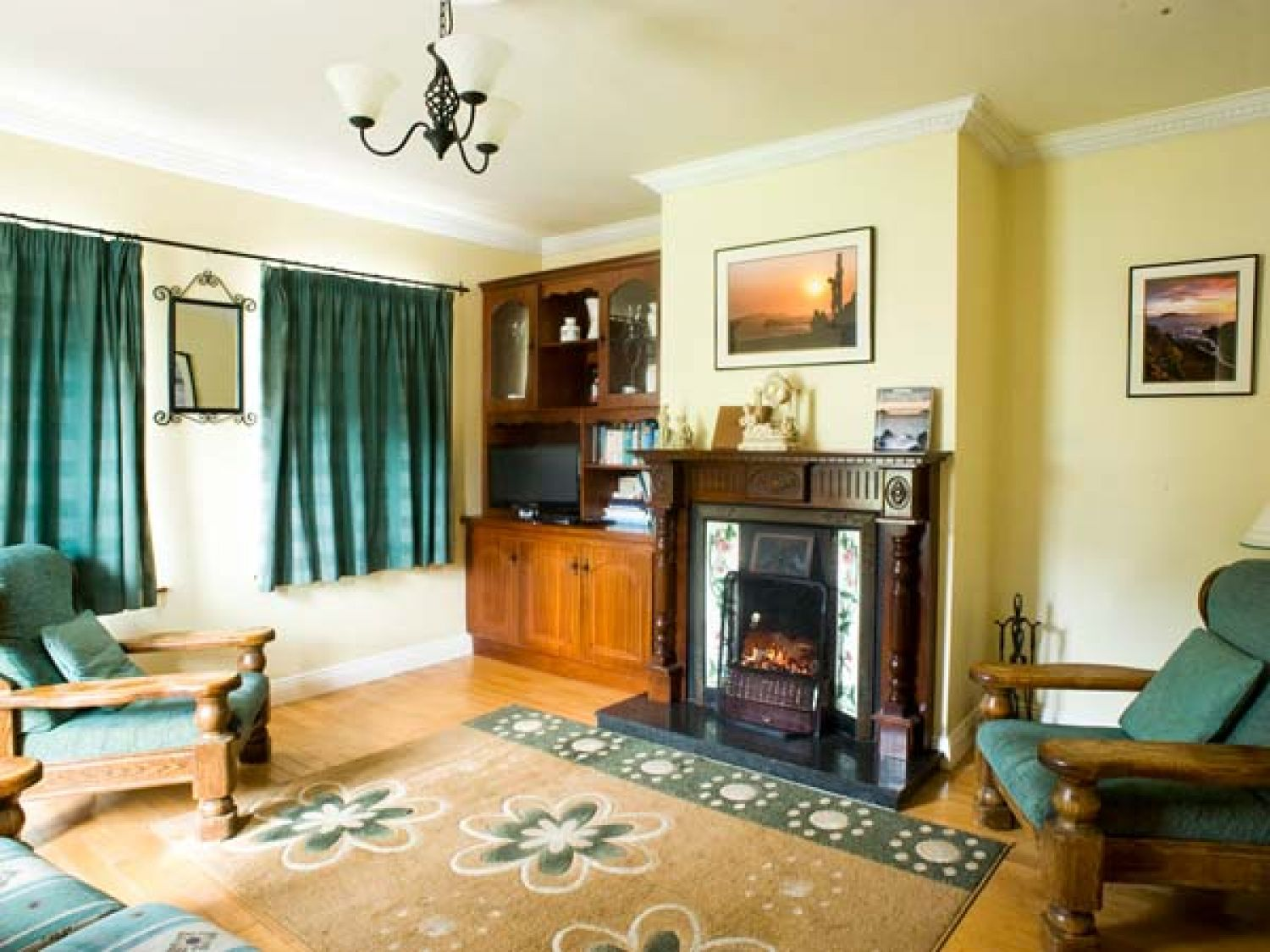 Eagle's Rest in Ballyferriter - sleeps 12 people