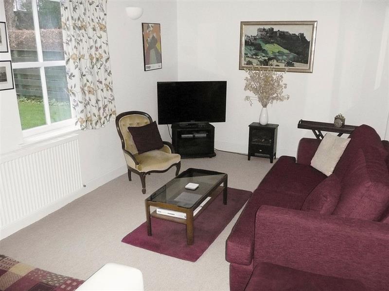 Earnside Cottage in Crieff - sleeps 7 people