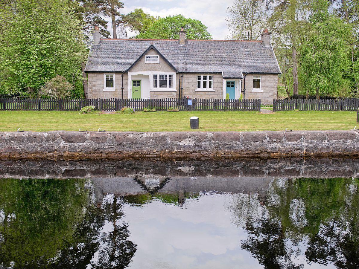 Cottage Inverness Scottish Tranquil Near Loch Ness