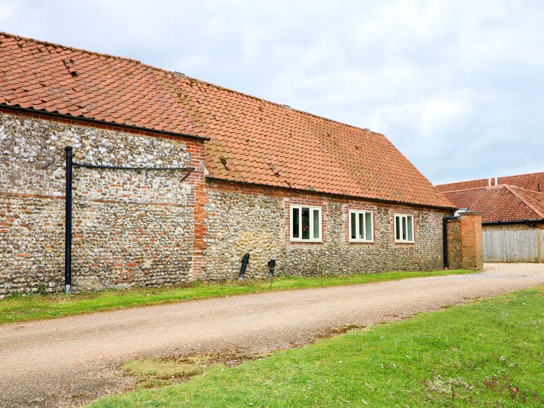Far Barn in Fakenham - sleeps 6 people