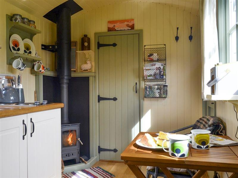 Farmer Oaks Hut in Dippertown, near Tavistock - sleeps 2 people