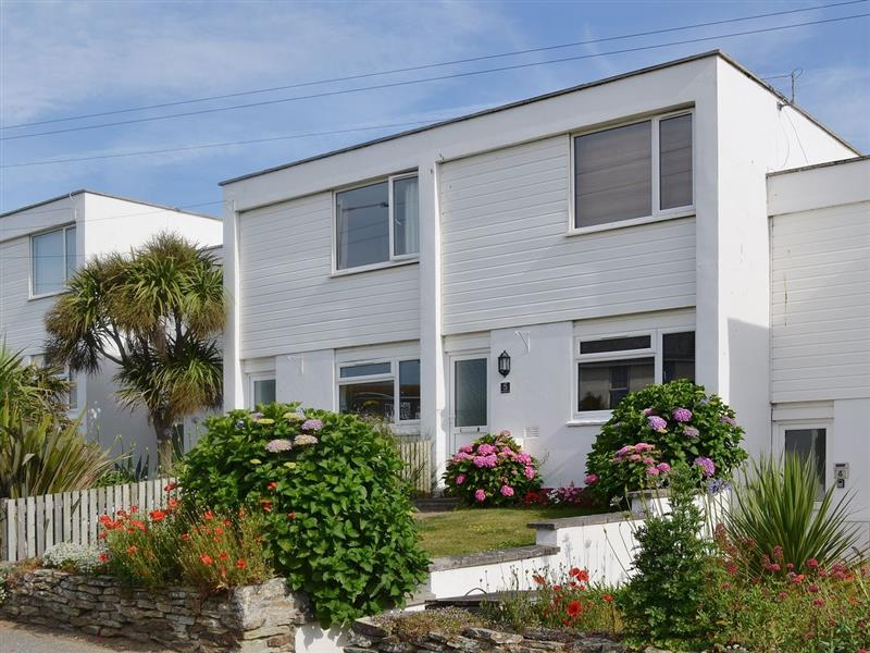 Fistral Beach Holiday Home in Newquay - sleeps 6 people