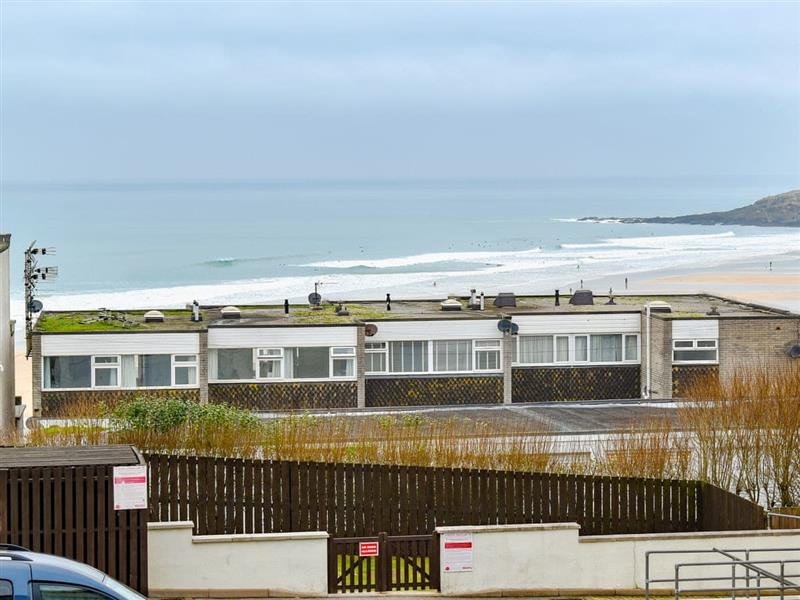Fistral Waves in Newquay - sleeps 4 people