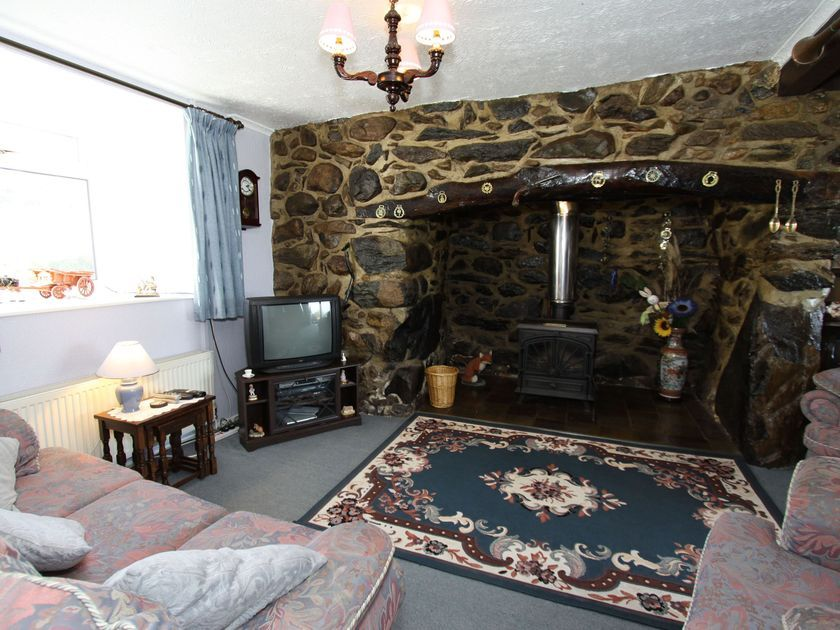 Fox's Lair Farmhouse in Caernarfon - sleeps 6 people