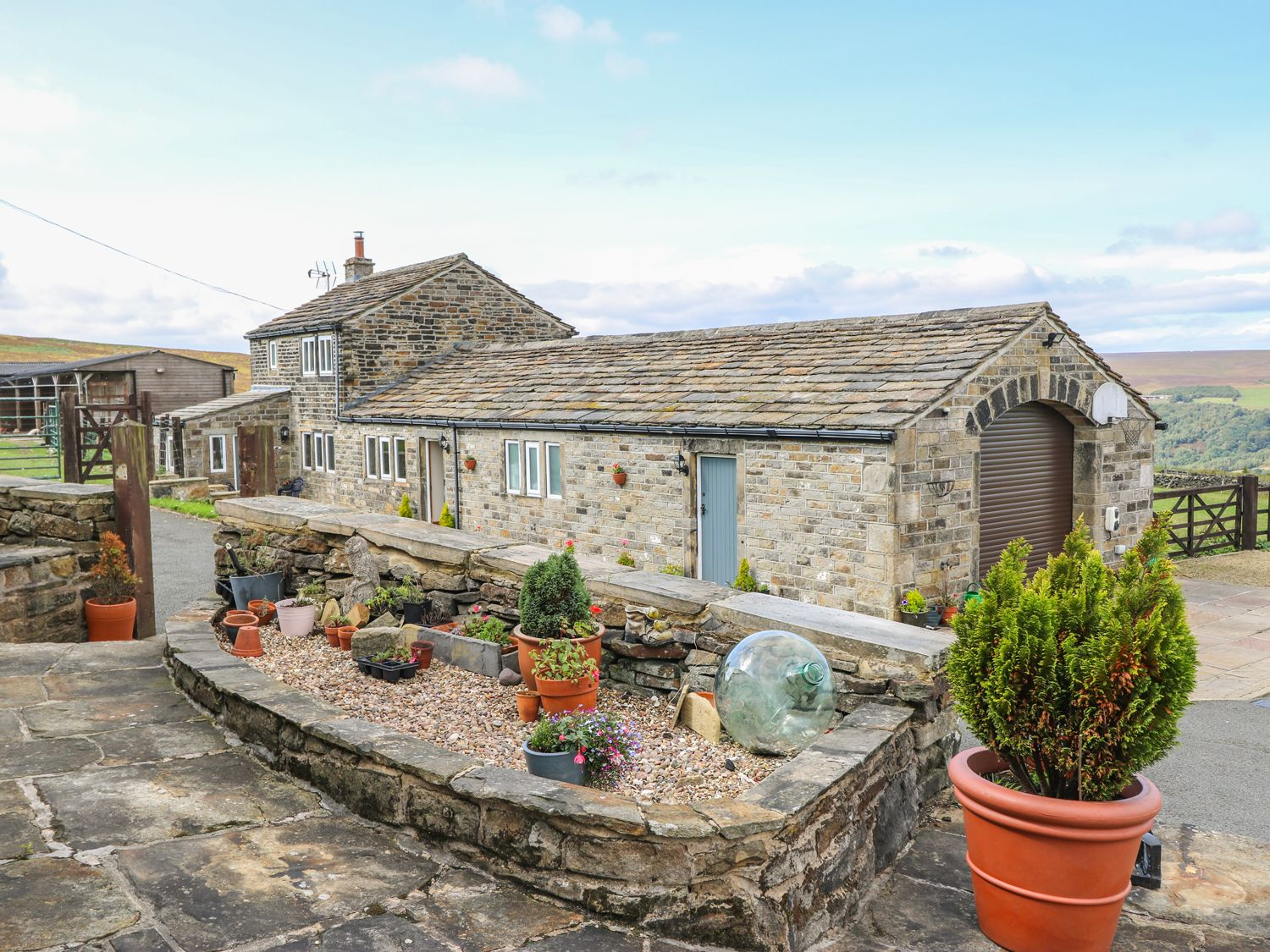 Foxstone Edge Cottage in Slaithwaite - sleeps 4 people