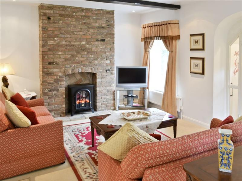 Gamekeeper's Cottage in North Runcton, Kings Lynn - sleeps 6 people