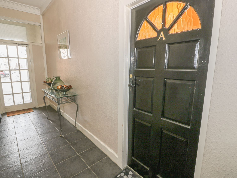 Garden Apartment in Ayr - sleeps 4 people