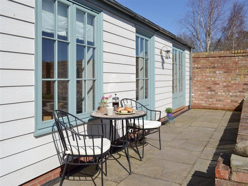 Garden House in Low Catton, near York - sleeps 2 people