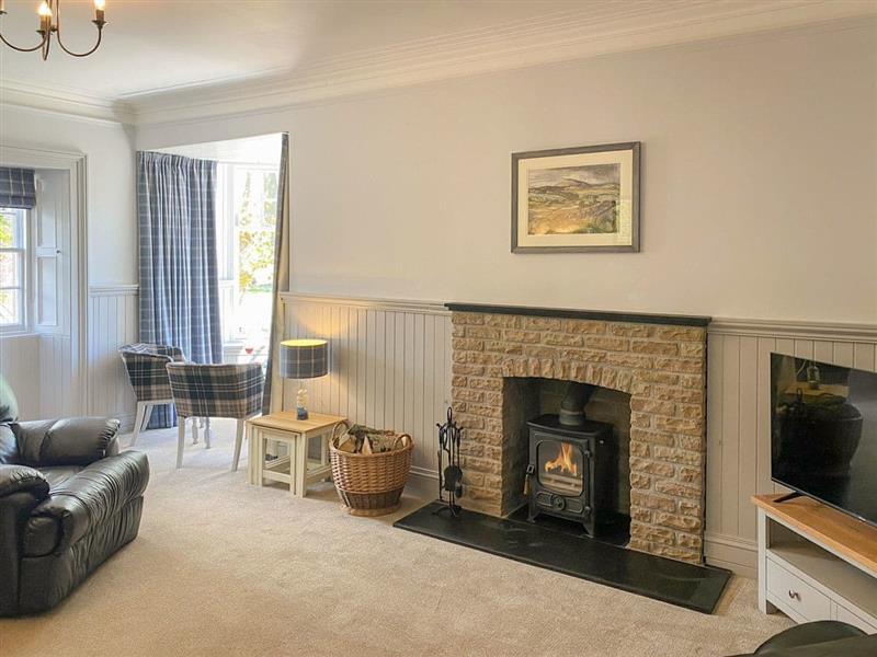 Glenkindie Estate Holiday Cottages - Brow Cottage in Glenkindie, near Alford - sleeps 7 people