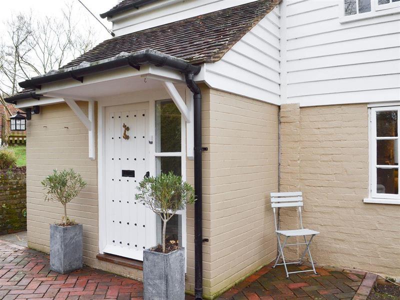 Gorse Cottage in Ewhurst Green, near Robertsbridge, Sussex - sleeps 5 people