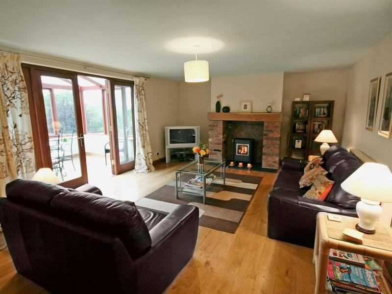 Grange Cottage in Stoke-On-Trent - sleeps 6 people
