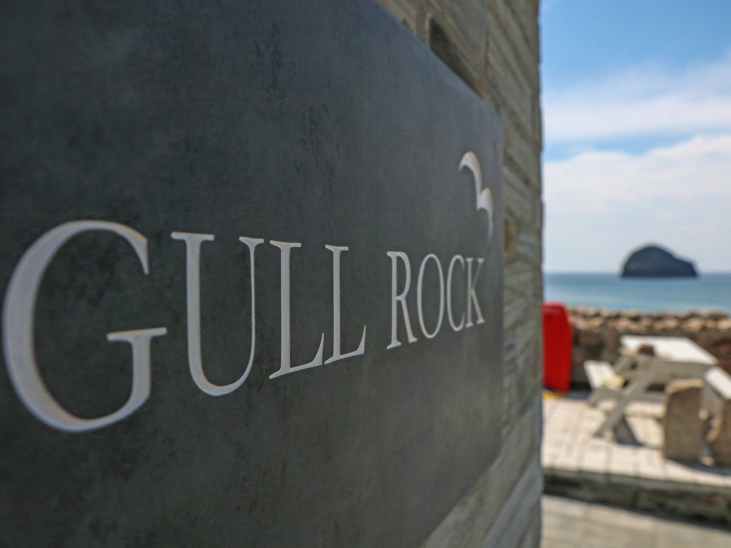 Gull Rock in Trebarwith Strand - sleeps 4 people