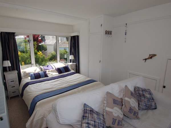 Harbour View Retreat in Brixham - sleeps 2 people