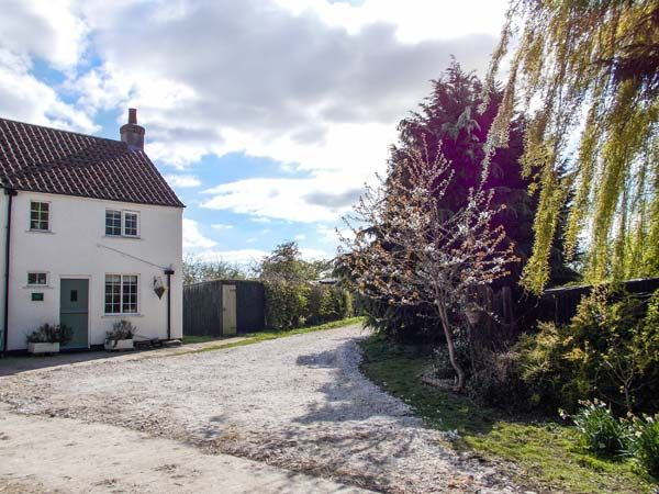 Heapfield Cottage in Nafferton - sleeps 2 people