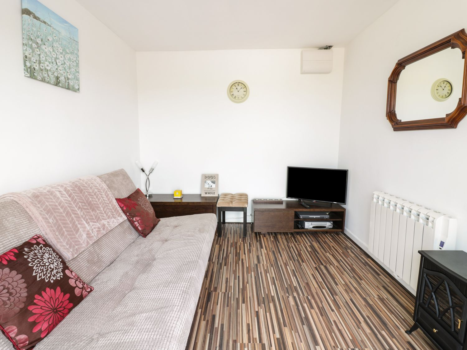 Hegarty's Cottage in Mawgan Porth near Newquay - sleeps 4 people
