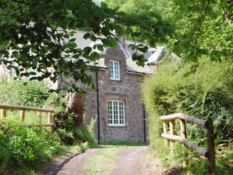 Heyden Cottage in Bratton - sleeps 5 people