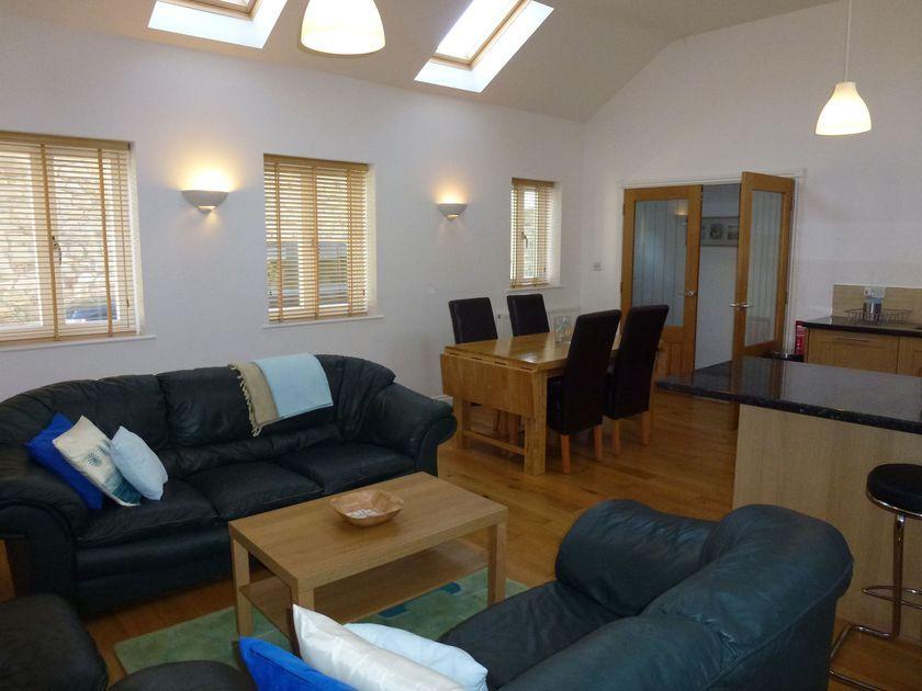 Hideaway Cottage No 2 in Seahouses - sleeps 4 people