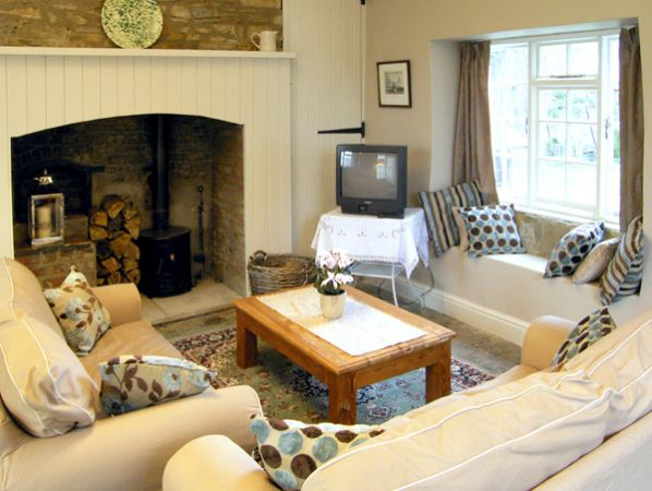 Hill House Cottage in Templecombe - sleeps 4 people