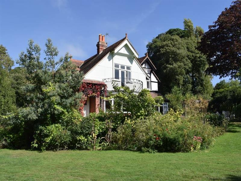 Hill House in Freshwater Bay - sleeps 8 people
