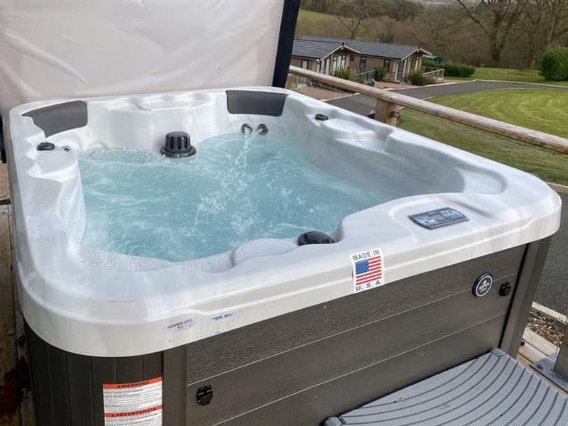 Hill View Lodges - Lodge 4 in Stottesdont, near Bridgnorth - sleeps 4 people