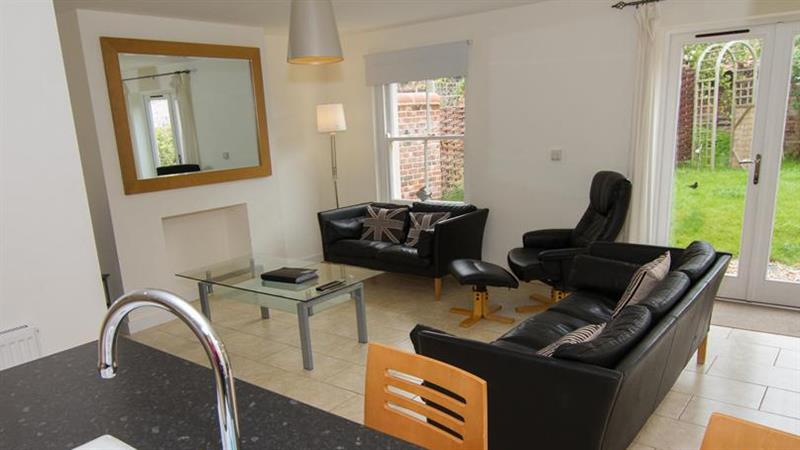 Holly Lodge in Wells-next-the-Sea - sleeps 6 people