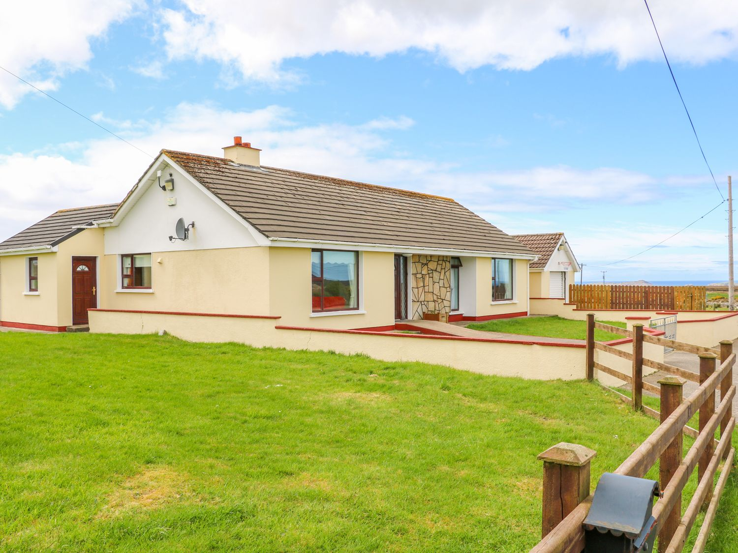 Home Away From Home in Derrybeg - sleeps 7 people