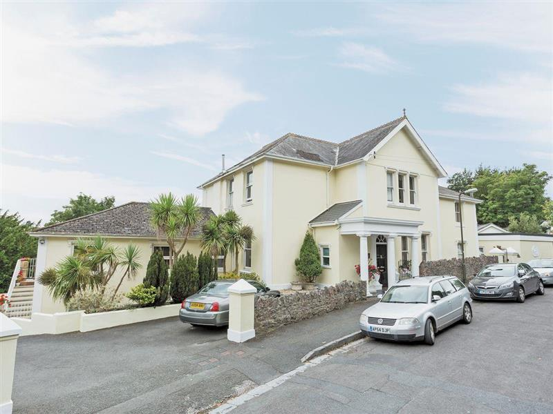 Hunsdon Lodge in Torquay - sleeps 8 people