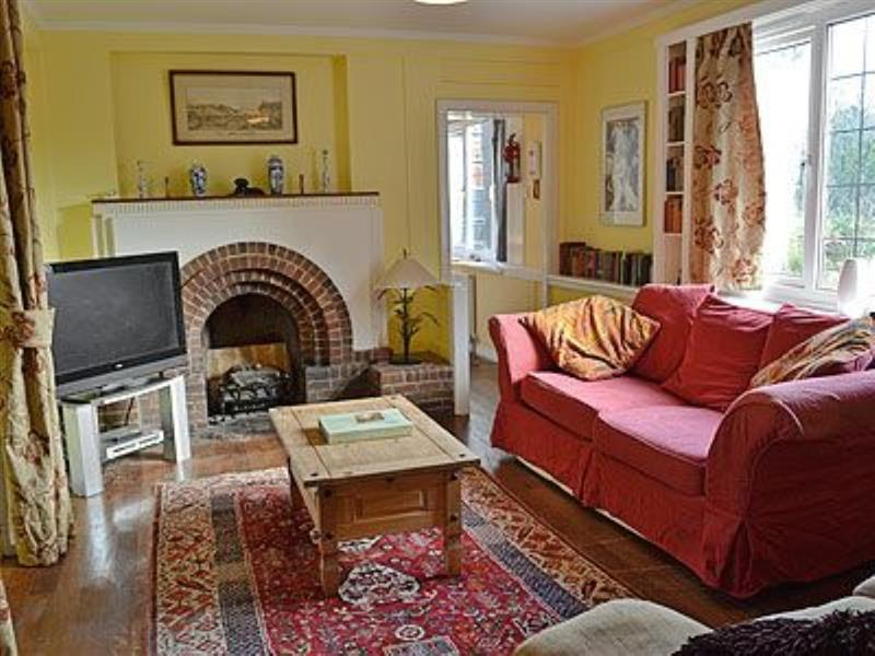 Ivy in Llanddona, nr. Beaumaris, Anglesey - sleeps 5 people