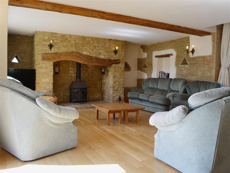 Jay Barn in Cheltenham - sleeps 8 people