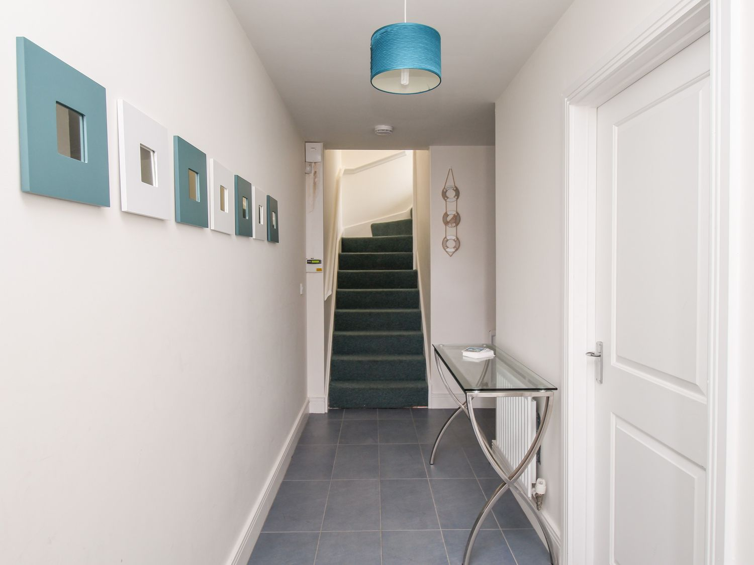 Jurassica House in Fortuneswell - sleeps 8 people