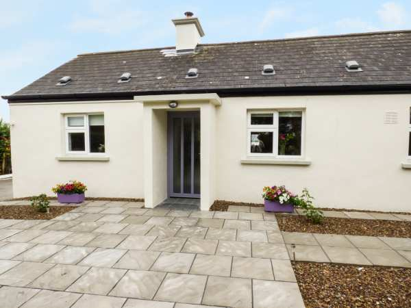 Kennedys Cottage in Newcastle West - sleeps 7 people