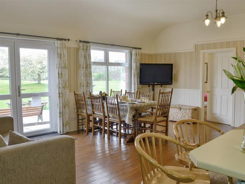 Kinnelhook Holiday Cottage in Lochmaben, near Lockerbie - sleeps 8 people