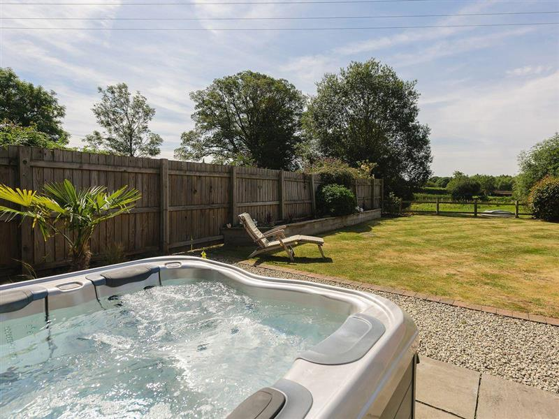 Lake View in Lineholt, near Stourport-on-Severn - sleeps 4 people