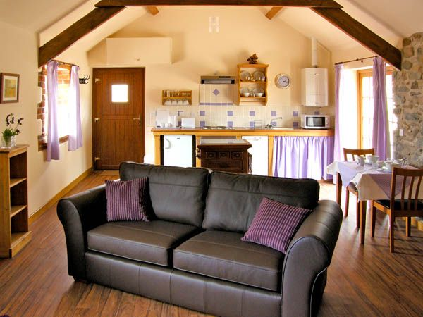 Lavender Cottage in Caeathro - sleeps 3 people