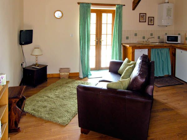 Lily Cottage in Caeathro - sleeps 2 people