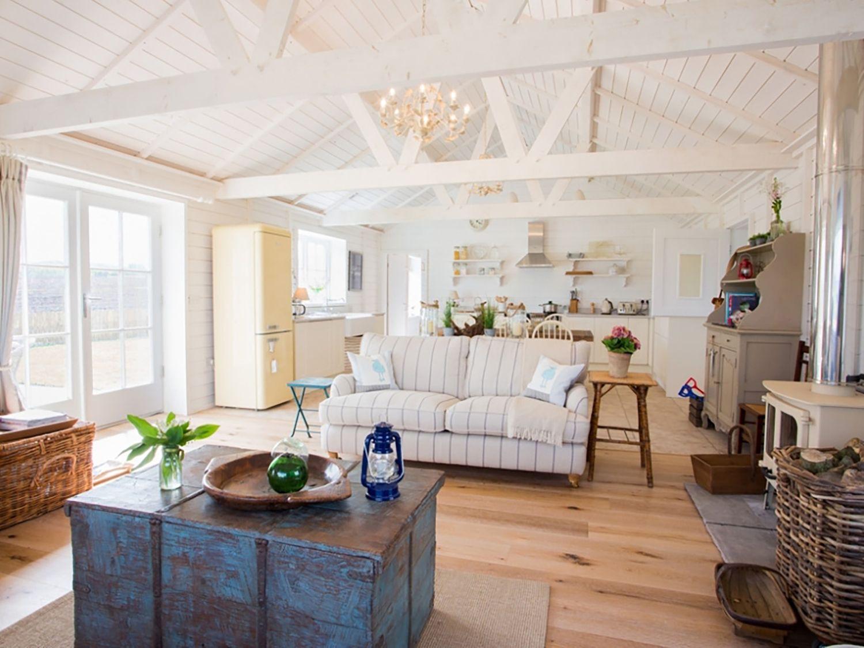 Lligwy Beach Cottage in Dulas - sleeps 8 people