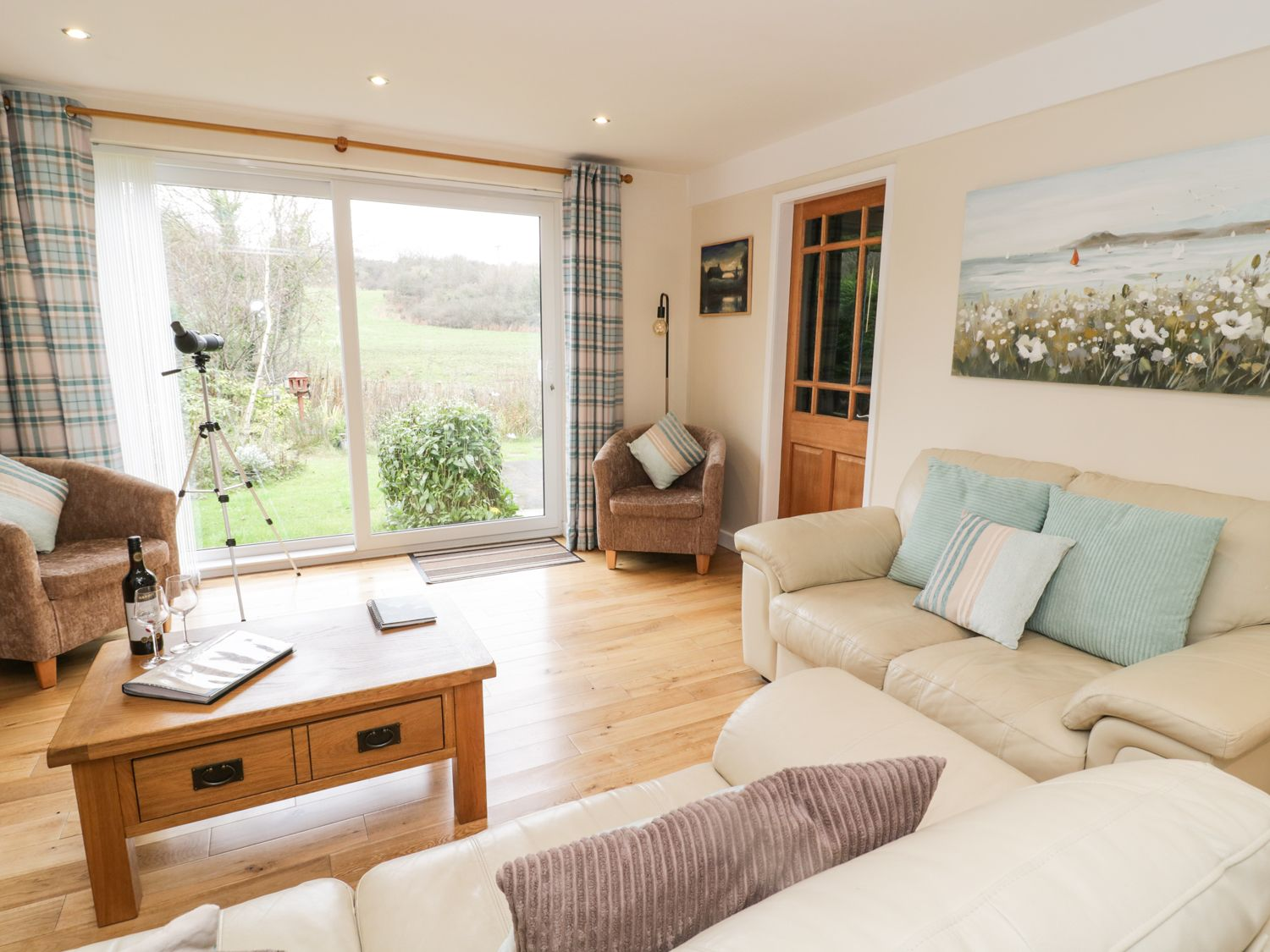 Llwyn Helyg in Benllech near Red Wharf Bay - sleeps 4 people