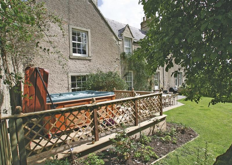 Lochside Garden House in Kelso - sleeps 11 people